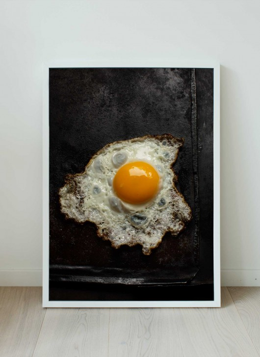 A print of a fried egg by food photographer Ulrika Ekblom.